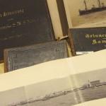 Bilderalben aus dem Bestand des Archivs. Foto: Stadtarchiv Kiel