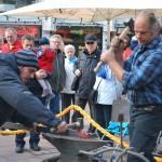 Auch in diesem Jahr wieder dabei - das Schmiedetreffen auf dem Bauernmarkt (Bild: Kiel-Marketing)