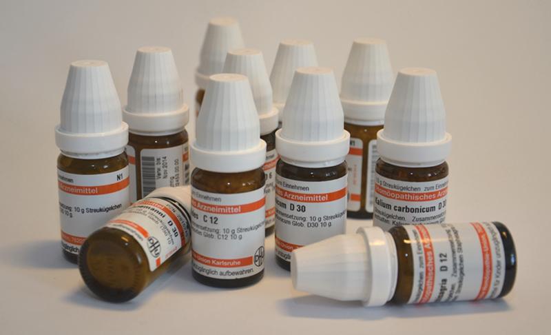 Viele homöopathische Wirkstoffe werden in Form von Zuckerkügelchen verabreicht. Copyright: CAU, Foto: Dr. Ann-Kathrin Wenke