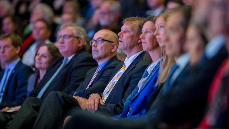 Mehrere hundert Gäste nahmen an der Akademischen Feierstunde teil, darunter Landtagspräsident Klaus Schlie und Ministerpräsident Torsten Albig. Copyright: CAU Kiel, Foto: Klahn